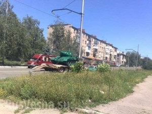 Увозят танк Дружковка 2014 г.